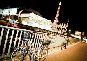 Kompleks targowy nocą-Berlin